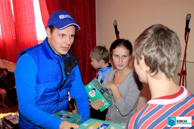 Воспитанники детских домов получили рождественские подарки