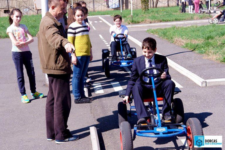 Урок безопасности движения в школьном автогородке