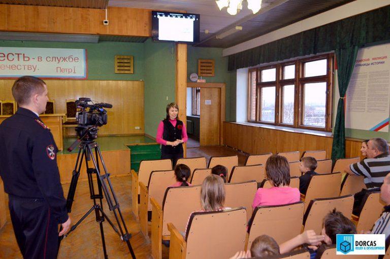 Роза Анохина проводит тренинг для детей