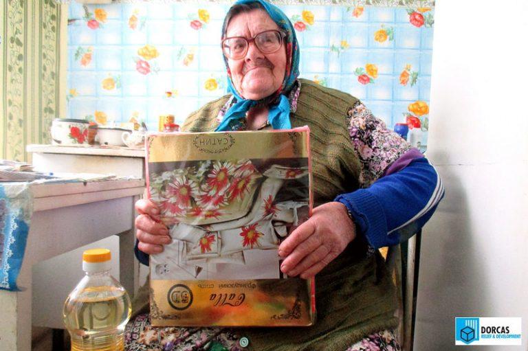 Пожилых людей порадовали подарками