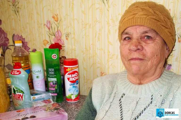 Пожилых людей обеспечили моющими средствами