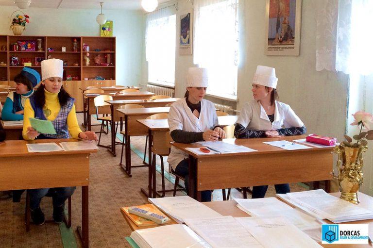 Переселенцы из Донбасса проходят профессиональное обучение