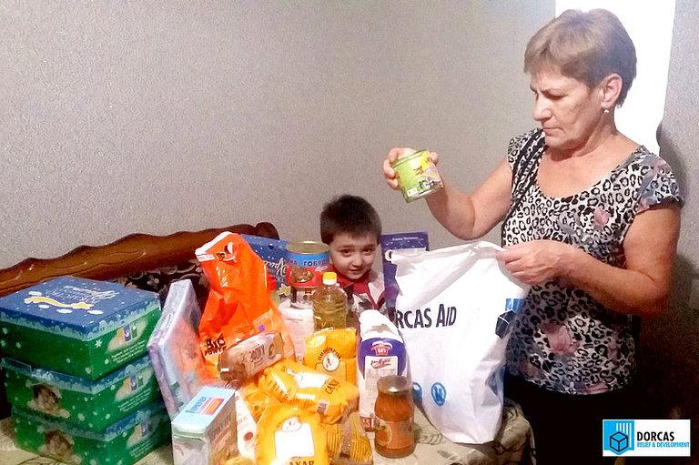 Семьи из Северной Осетии, оставшиеся без кормильца, получили наборы продуктов и подарки