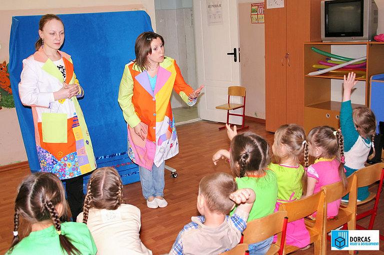 Сотрудники и волонтёры проекта проводят развивающие занятия в детском противотуберкулёзном диспансере в Самарской области