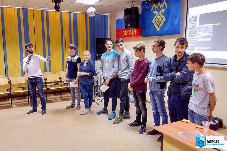 Лектор-волонтёр проводит акцию по профилактике ВИЧ в колледже в Тольятти, Самарская область
