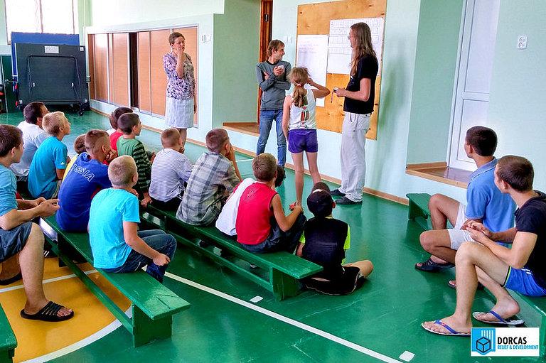 Сотрудники проекта «Мост в будущее» проводят развивающее мероприятие в детском доме в Ставропольском крае