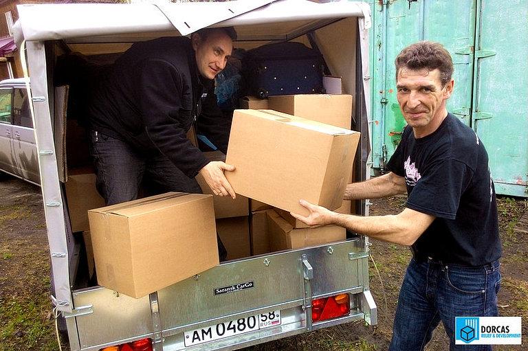 Груз одежды, собранный сотрудниками компании EY, готовится к отправке в Пензу