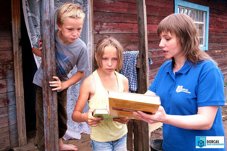 Сотрудница партнёрской организации посещает подопечную семью в Пензенской области