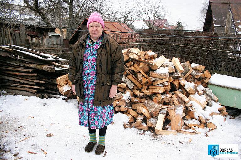 Подопечная бабушка из Тульской области получила запас дров на зиму