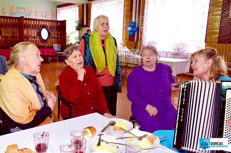 Новогодний праздник для подопечных бабушек в Туле