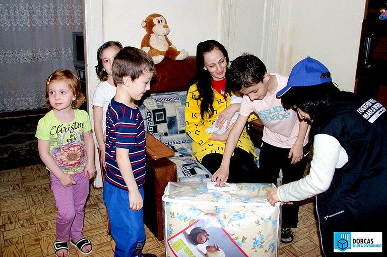 Многодетные семьи во Владикавказе получили в подарок тёплые одеяла