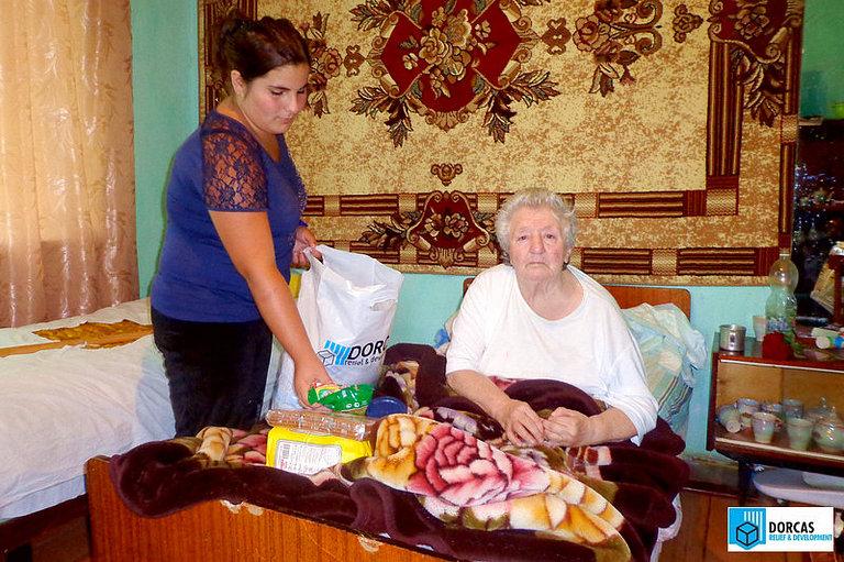 Волонтёр доставила набор продуктов подопечной семье во Владикавказе