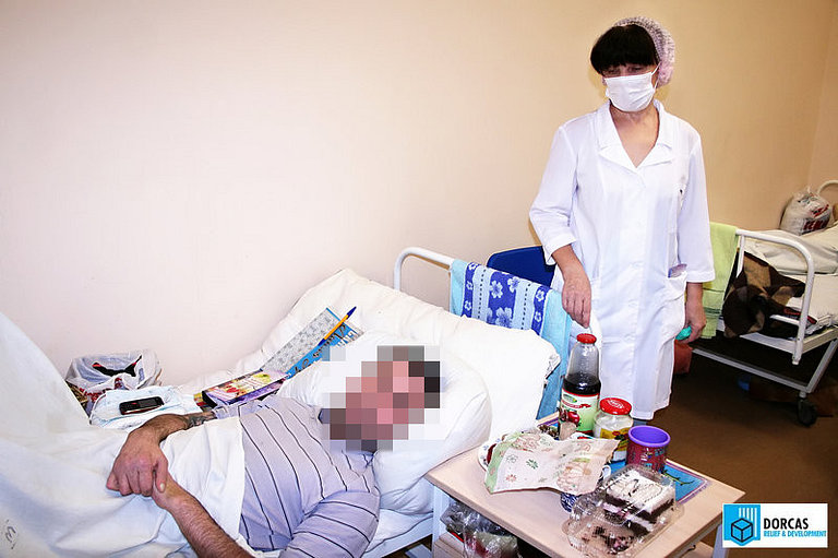 Сестра милосердия в палате противотуберкулёзного диспансера в Оренбурге