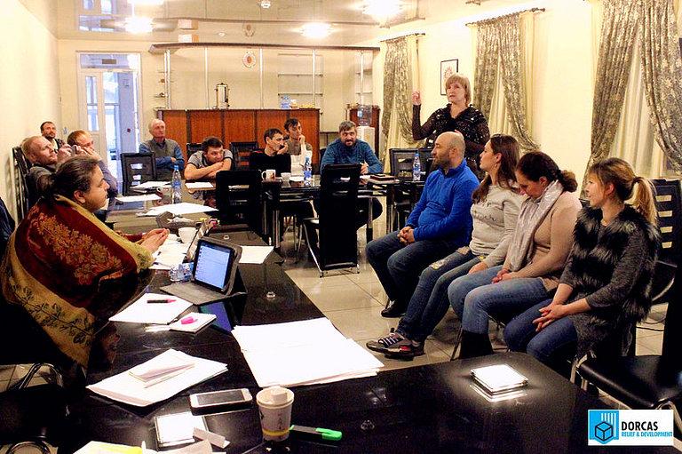 Елена Колбенева проводит интерактивный тренинг на семинаре во Владикавказе