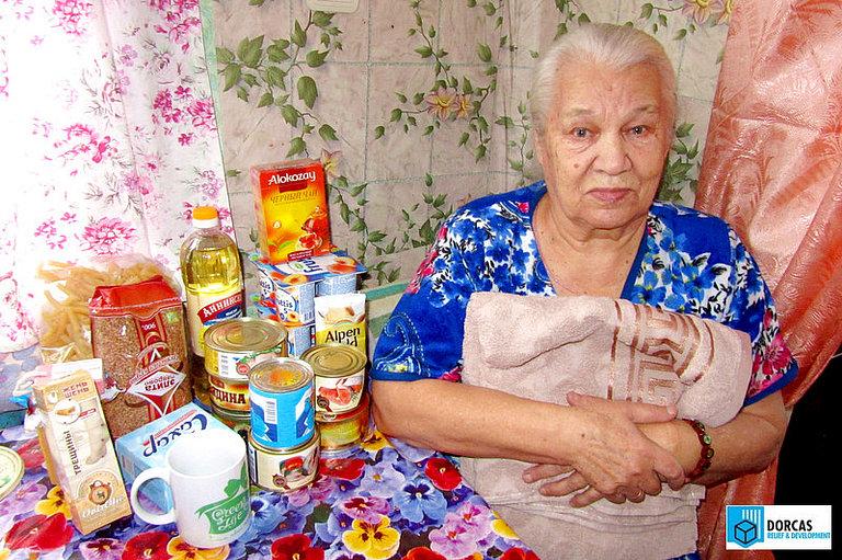 Одинокая бабушка из Тульской области получила набор продуктов и новое полотенце